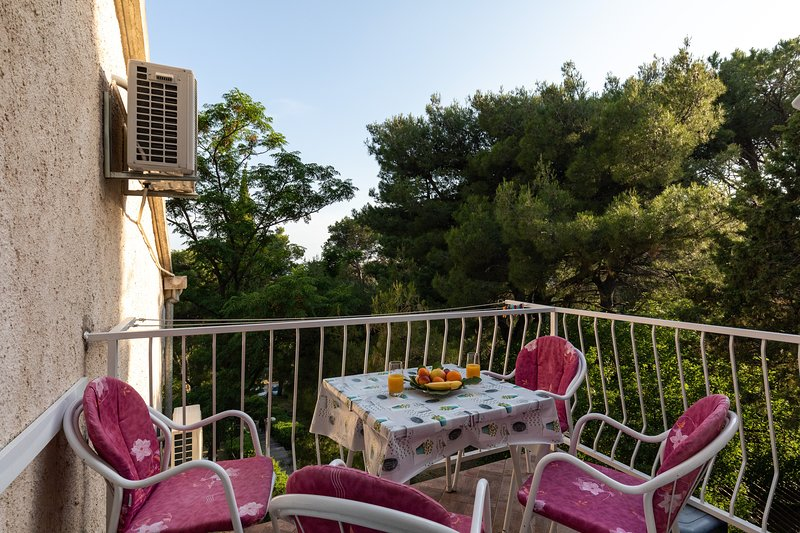 Apartment & Rooms Papa - Studio Apartment with Balcony and Partial Sea View, holiday rental in Srebreno