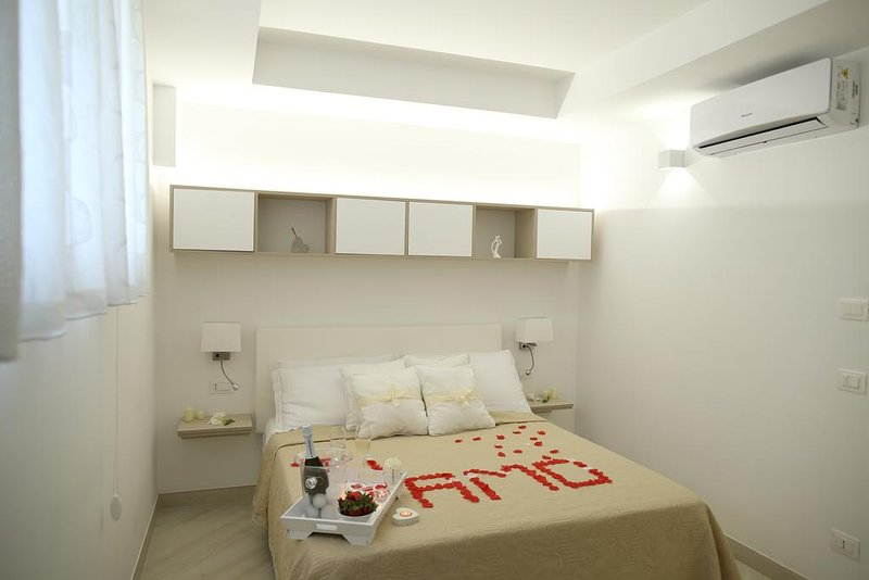 B&B Le Chic Superior Room - PERNOTTAMENTO+COLAZIONE, holiday rental in Santa Maria la Carita
