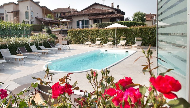 Apartment, truffle and wine in Barolo - LA ROSA GIALLA, holiday rental in Castiglione Falletto
