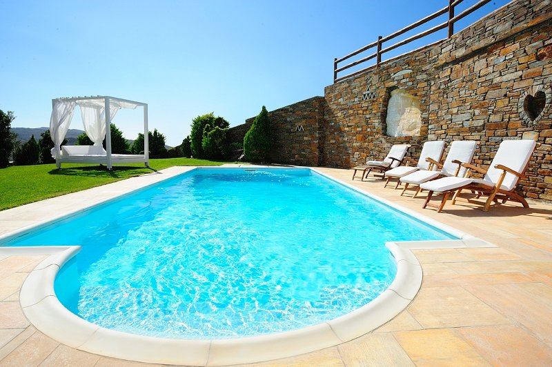 Villa with private pool and sun loungers