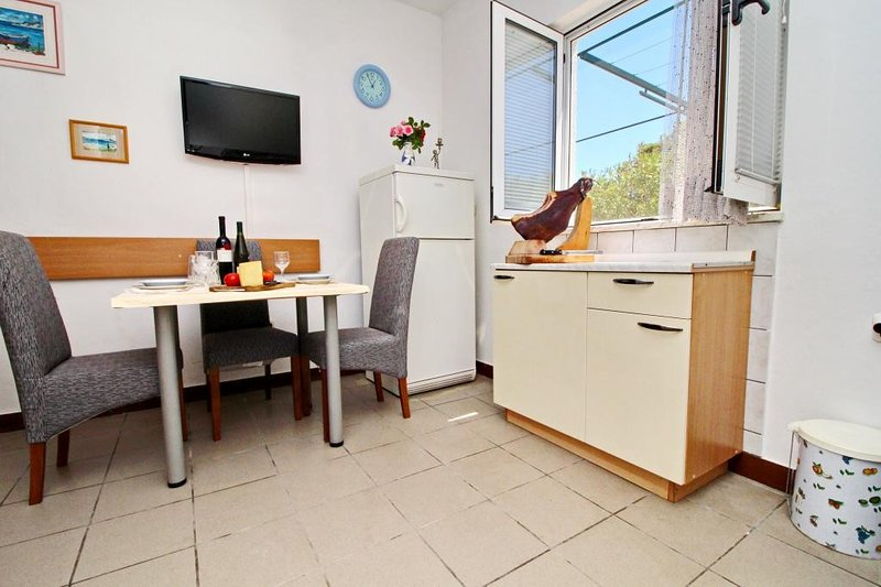 Apartments Neven - One Bedroom Apartment with Terrace and Garden View (A2), casa vacanza a Janjina