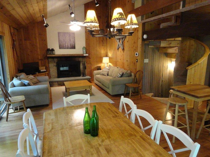 Trailside Chalet at Okemo - Walk to Okemo Ski Lifts! Private 5 bedroom home, vacation rental in Proctorsville