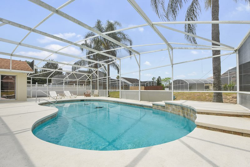 Close to Disney  Beautiful Pool Well Maintained, vacation rental in Orlando