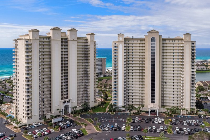 Ariel Dunes 1405, accommodates 6. Free onsite parking!