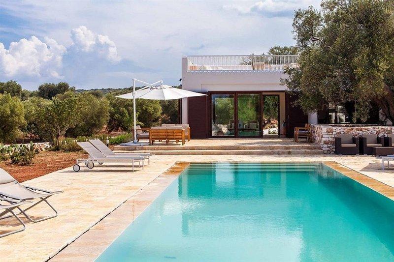 Villa Lorzata - Stylish property with pool & seaview in Salento, Puglia, vacation rental in Carovigno