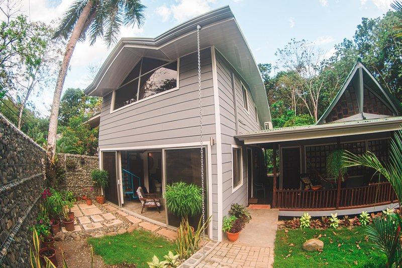 VALLE PURA VIDA CONDO #101 MANUEL ANTONIO, location de vacances à Naranjito