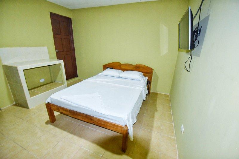 1 BEDROOM 1 BATH / 2 BEDS & BALCONY WITH OCEAN VIEW, location de vacances à Naranjito