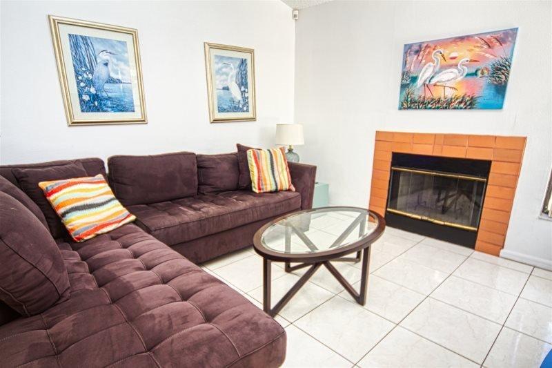 3045ELD. Orlando 3 Bedroom Pool Home With Pool Deck Overlooking Large Lake, vacation rental in Orlando