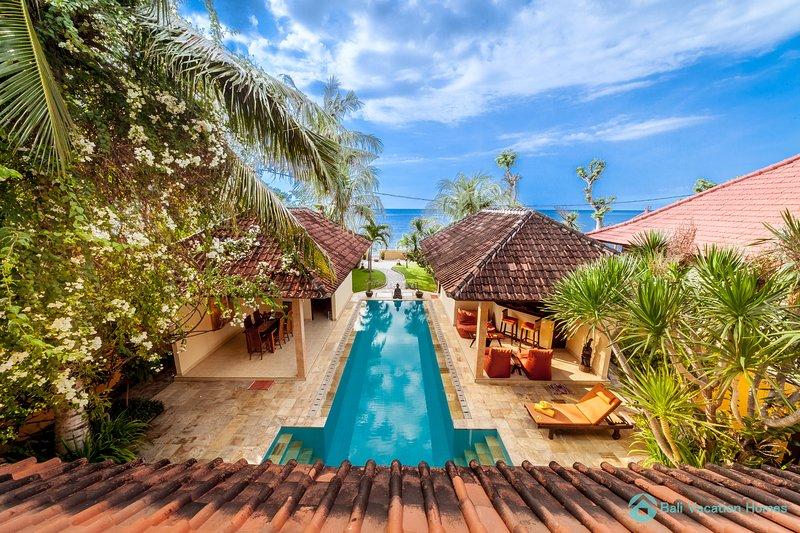 Modern Oceanfront Poolvilla Lovina, FREE BREAKFAST!, casa vacanza a Banjar