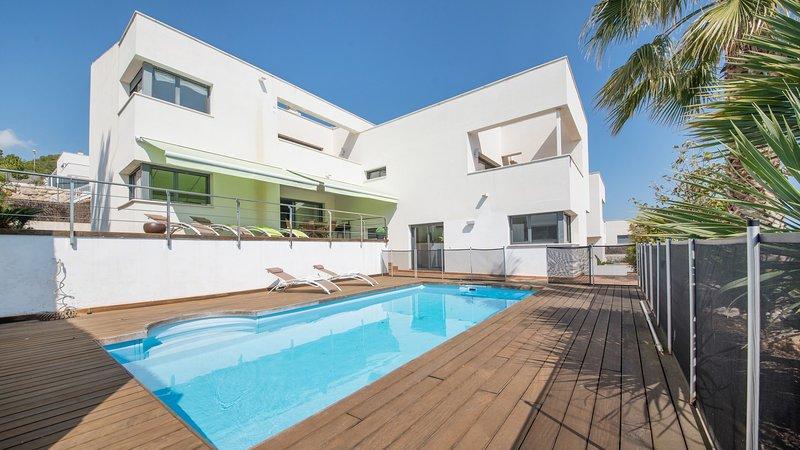 R64 Luxury Villa Déjà View 950m de la playa, holiday rental in Calafell