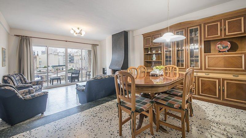 R28 Apartamento de 3 dormitorios 20m de la playa Calafell, vacation rental in Calafell