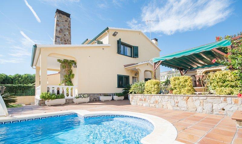 R15 Chalet de 5 dormitorios con piscina 600m de la playa, alquiler de vacaciones en Segur de Calafell