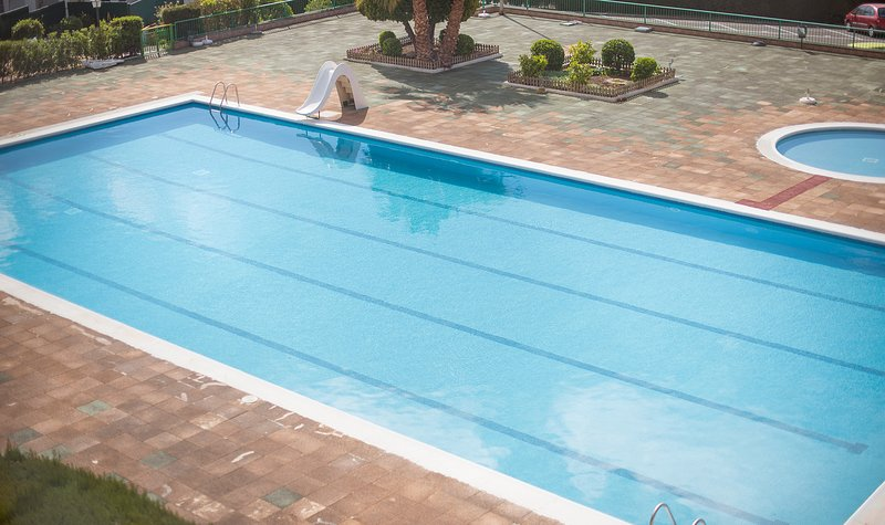 R4 CASA EN COMPLEJO TURISTICO CON PISCINA Y TENIS, holiday rental in Bellvei
