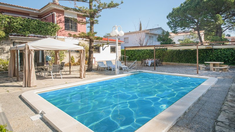 R24 Casa con piscina 200m de la playa, vacation rental in Coma Ruga