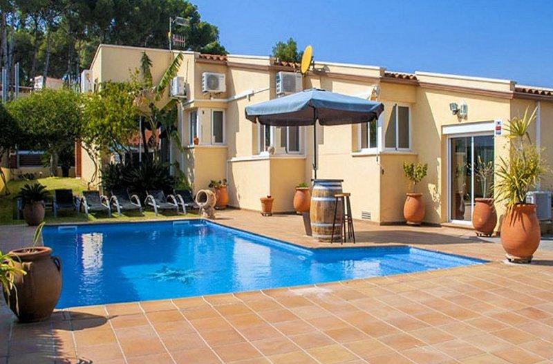 R88 Preciosa con jardin y piscina privada en Segur de Calafell, alquiler de vacaciones en Segur de Calafell