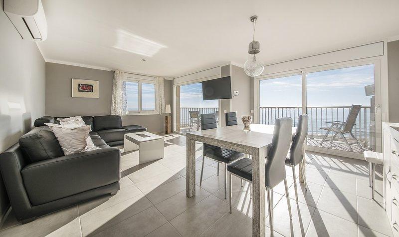 R13 Apartamento de 3 dormitorios en primera linea, aluguéis de temporada em Calafell