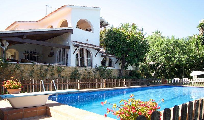 R44 Magnifica villa para 12 con gran jardin y piscina 600m de la playa, casa vacanza a Bonastre