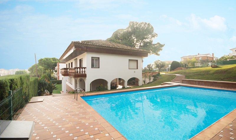 R1 Gran casa 7 dormitorios  con piscina, tenis y jardin, alquiler de vacaciones en Segur de Calafell