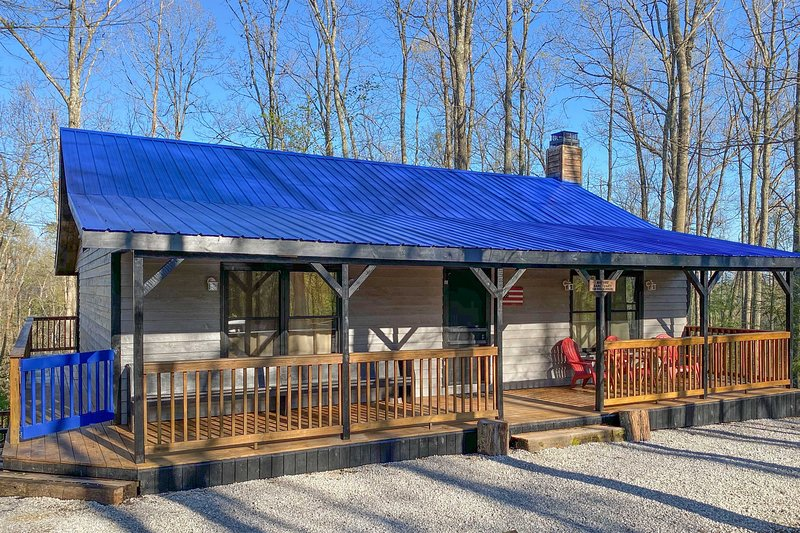 Mountain Retreat: Fire Pit, Pool Table & Fireplace, holiday rental in Rogers