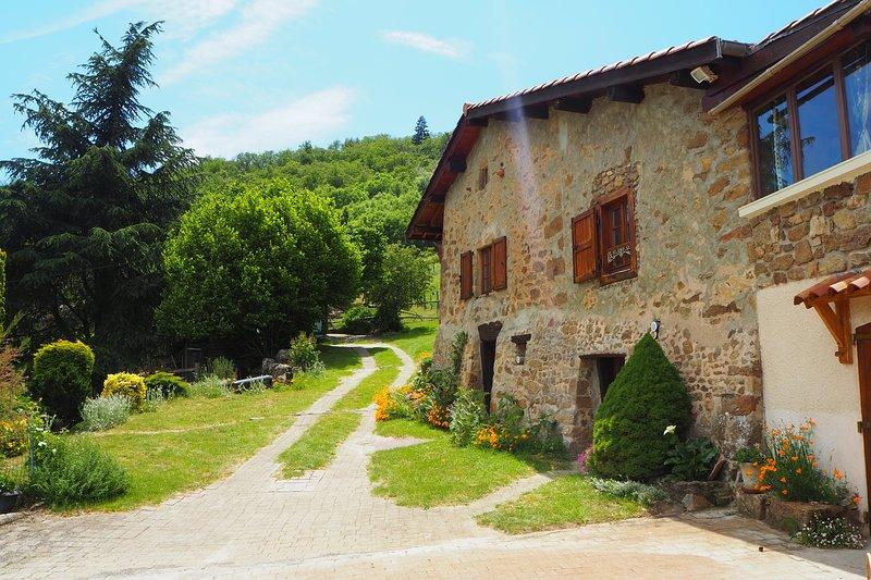 Gîte la Fournarie - Au cœur du Massif du Pilat, en pleine nature., holiday rental in Roisey
