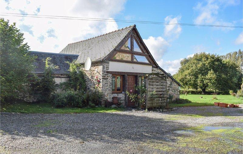 Nice home in Saint Martin des Pres with 2 Bedrooms (FBC710), location de vacances à Mur-de-Bretagne