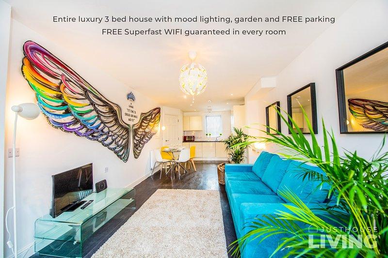 BOUTIQUE NEW BUILD TOWNHOUSE Close To City Centre With FREE Parking + WIFI, alquiler de vacaciones en New Brighton