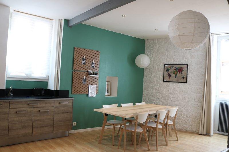Maison sympathique et confortable à 2 pas du centre ville, balcon ensoleillé., casa vacanza a Cahors