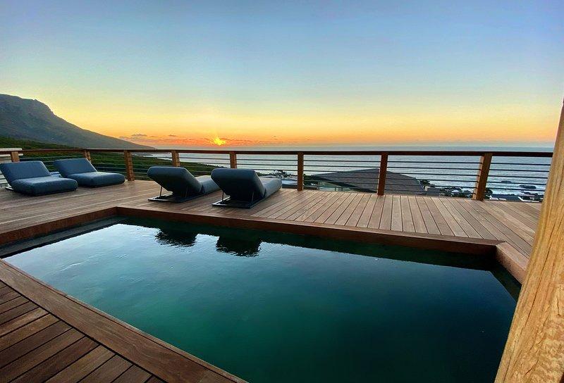 La Baia Camps Bay - Sensational newly renovated villa, vacation rental in Bakoven