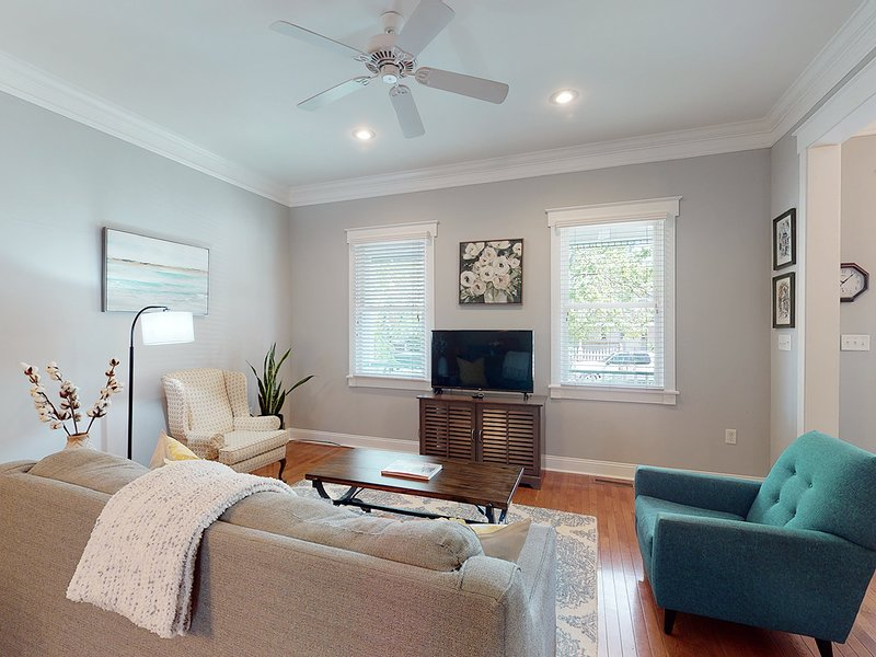 East Park Retreat Main + Carriage, vacation rental in Thunderbolt
