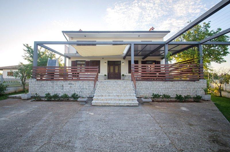 Luxury Istrian Apartment ZP1, casa vacanza a Marcana