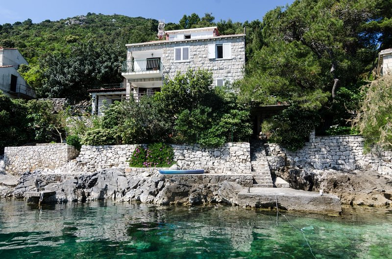 Apartments Anelić- One Bedroom Apartment with Balcony and Sea View A4, casa vacanza a Mljet National Park