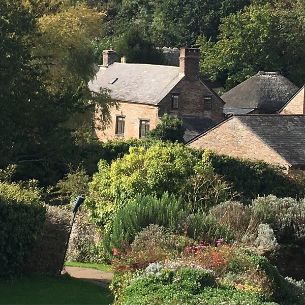 16th Century Farmhouse, private walled garden, shared facilities inc indoor pool, vacation rental in Kingsbridge