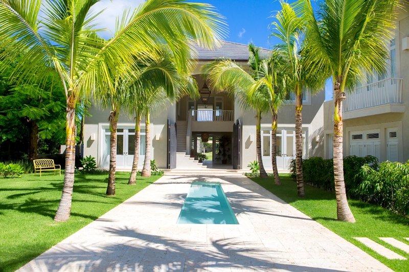 Amazing 6-bedroom golf-front villa at Arrecife in Puntacana Resort & Club, holiday rental in Bavaro