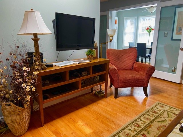 Charming and Super Clean Condo Near Downtown, NCSU and PNC Arena, holiday rental in Raleigh