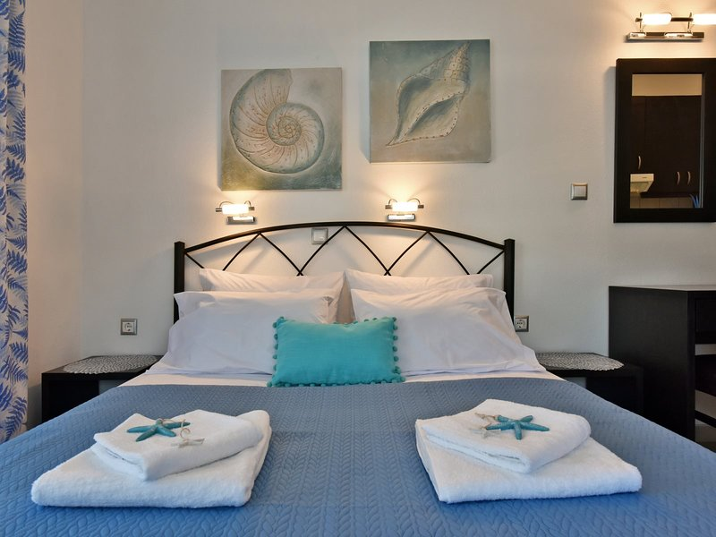 Avgeris Studios Sea - Dionysiou Beach Halkidiki, location de vacances à Nea Triglia