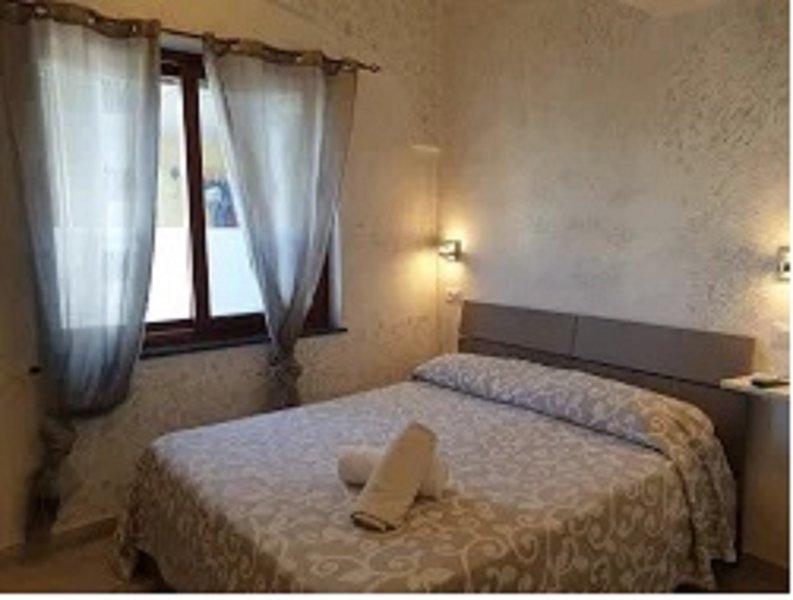 Casa 'SUNRISE'a 10 mt. dal mare Camera Citara, holiday rental in Cretaio