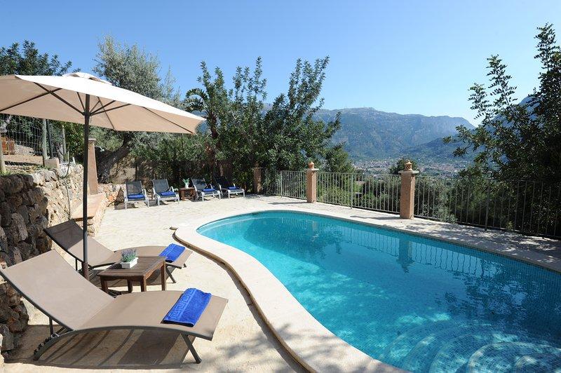 Piscina privada y BBQ, Chillout ,a 3 kms playa y centro. Limpieza profesional, holiday rental in Sa Calobra