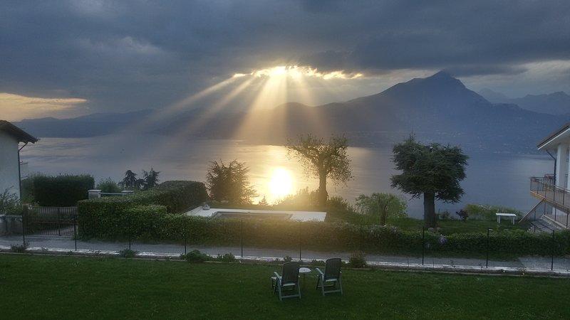 Monolocale con vista lago e giardino, casa vacanza a Pai