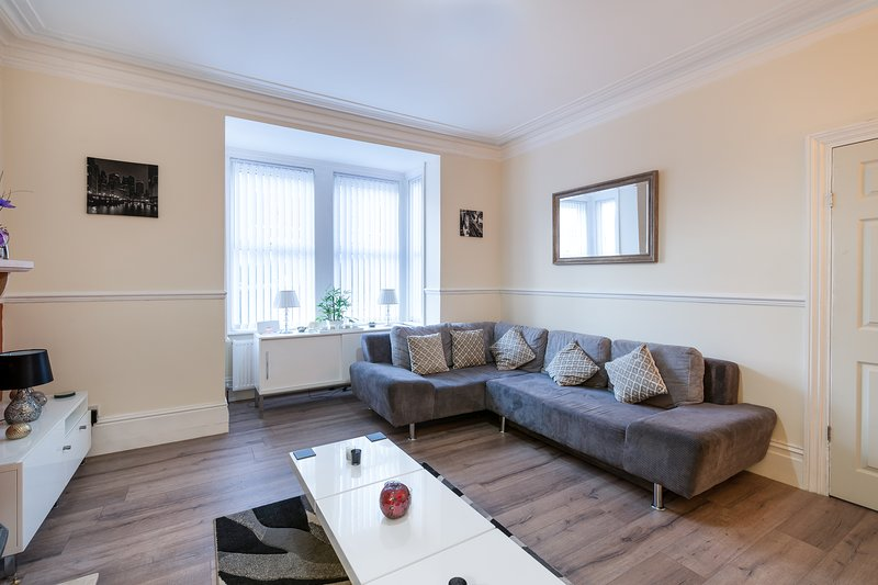 Newcastle 6 Bedroom Victorian House, holiday rental in Tyne and Wear