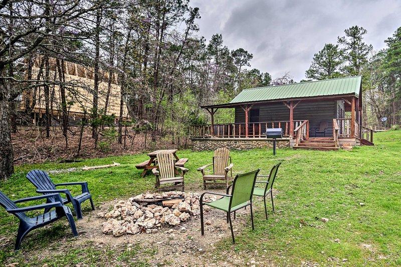 Family Cabin w/ Porch & Yard Near Broken Bow Lake!, vacation rental in Hochatown