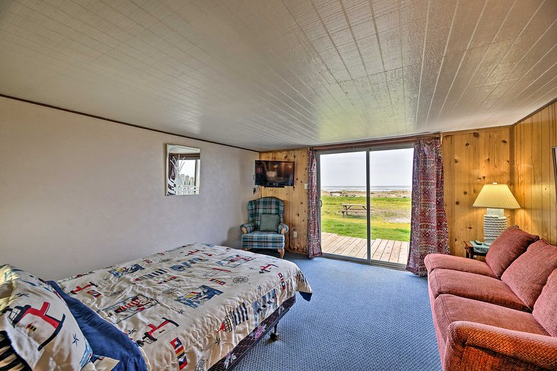 Find your next beachside escape at this Waldport vacation rental!
