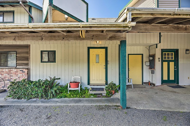 Take the family to this Waldport cottage to enjoy the wide open space!