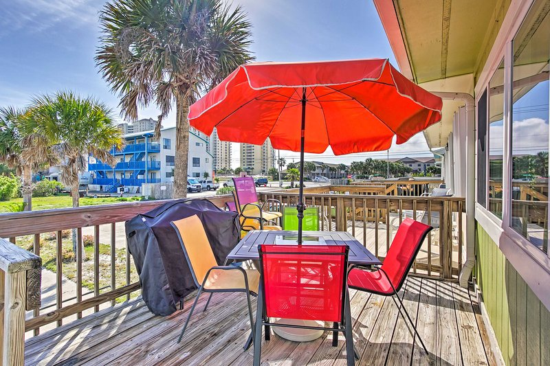 Map out your Navarre retreat to this 1-bedroom, 1-bath vacation rental!