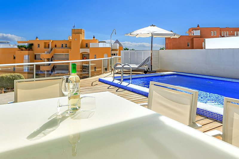 Family 2 bedrooms apartment La Caleta Palm complex. Private heated pool INCLUDED, holiday rental in La Caleta