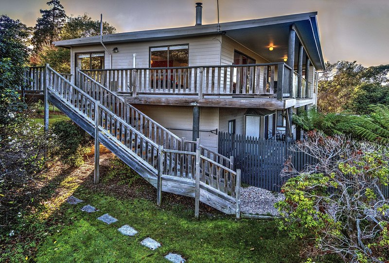 Cove Beach Apartment 2, vacation rental in Coles Bay