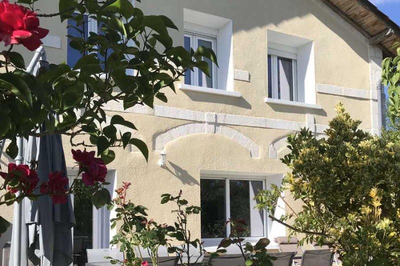 Gîte 'Mimosa' 134 m2 -> 8 personnes proche Périgueux, aluguéis de temporada em Atur