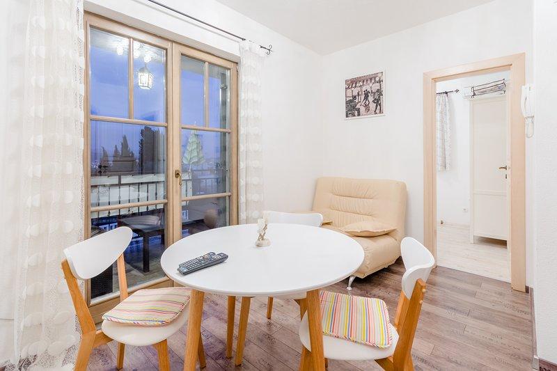 Villa Kameja - One Bedroom Apartment with Balcony and Sea View (Plavi), alquiler de vacaciones en Okrug Donji