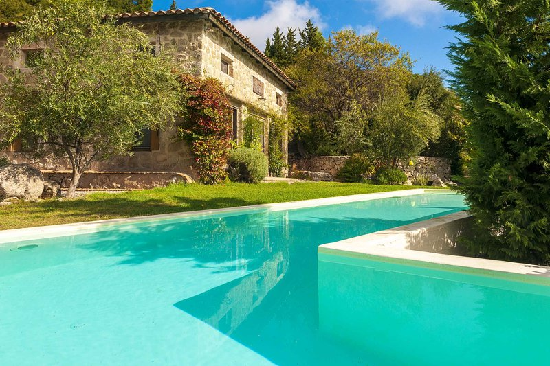 Villa Nefeli-private pool and garden, ideal destination for relaxation &calmness, vacation rental in Kavallos
