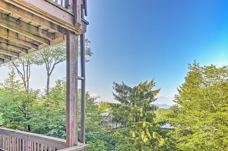 Experience breath taking vistas from this private vacation rental for 4.