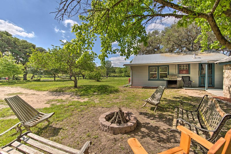 Betty B's River House < 1 Mi to Blanco State Park!, vacation rental in Blanco